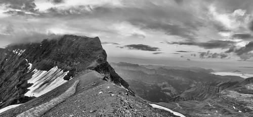 Panorama depuis l'arête avant les câbles du Mont Buet